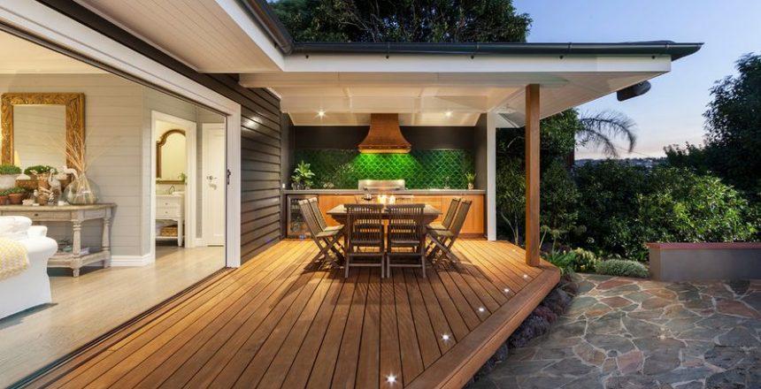 beach-style-house-deck-outdoor-kitchen